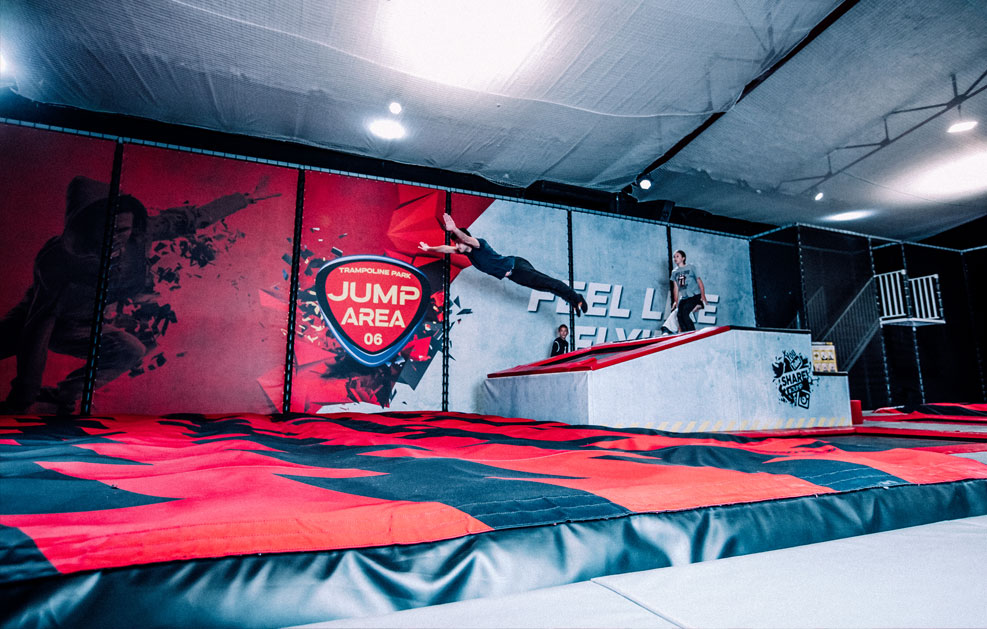 page_big_air_bag_jump_area_06_cannes_1
